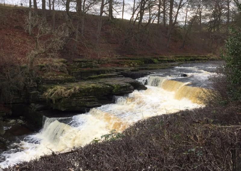 Aysgarth-Falls-fast-flowing