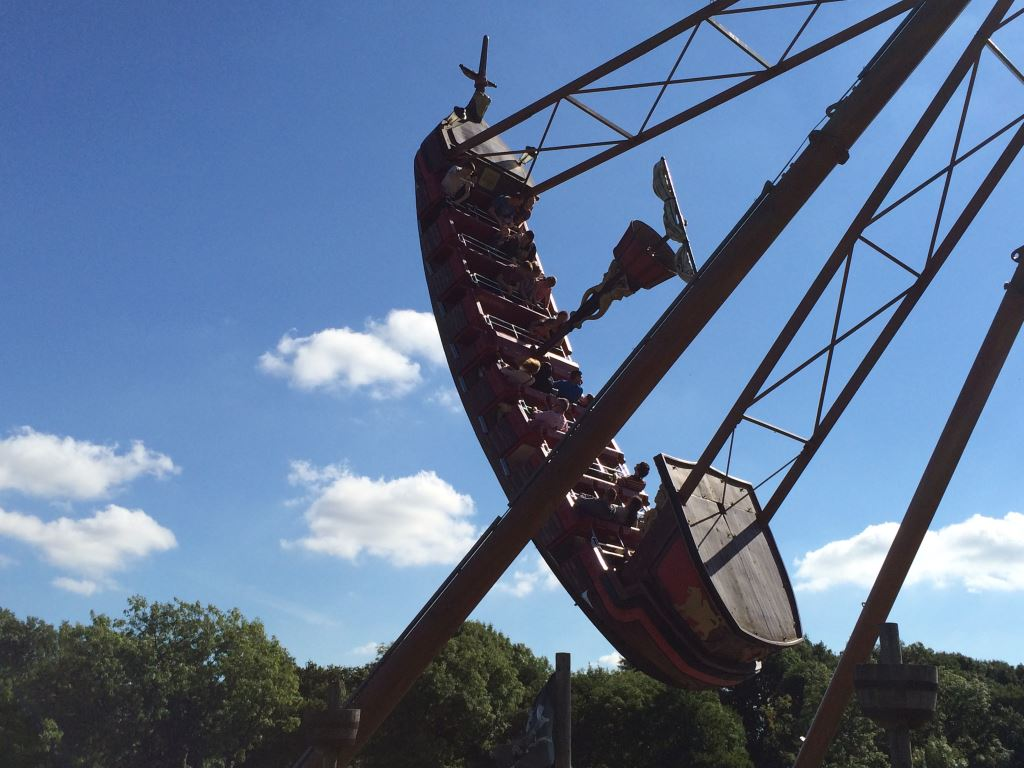 Lightwater Valley - The Flying Cutlass