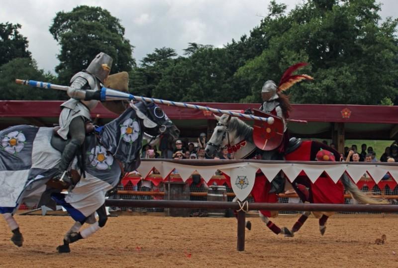 Warwick-Castle-Jousting-Battle