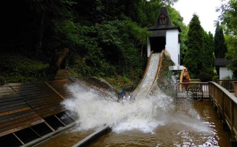Gullivers-Kingdom-Matlock-Bath-Log-Flume
